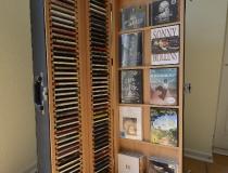 Saxophonkoffer mit CD-Regal und Ablage für aktuelle CD alles in Buche