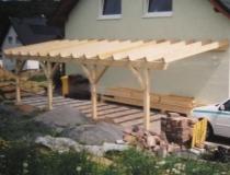 Carport Sägerauh traditionell gebaut, alles gezapft mit Holznägeln verbunden