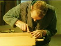 Vorbereitung der Labien mit dem Stechbeitel