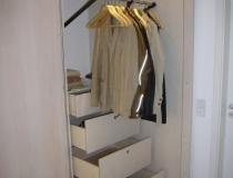Einbauschrank in Birke, weiß geölt mit Kleiderlifter und Schubladen mit Vollauszug