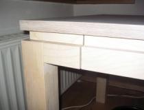 Schreibtisch in Birke - Eckdetail
