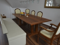 Tisch aus amerikanischen Nussbaum