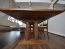 Tisch aus amerikanischen Nussbaum - Detailansicht der Unterseite