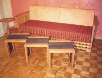 Wohnzimmer: Sofa in Kirschbaum, Beistelltische auch als Hocker verwendbar in Kirschbaum/Wenge, Shakertisch in Kirschbaum