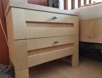 Schlafzimmer: Nachttisch in Birke, weiß geölt mit Buchefüllung